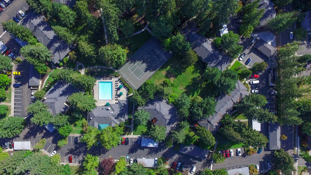 Hillsboro Apartments, Commons at Creekside