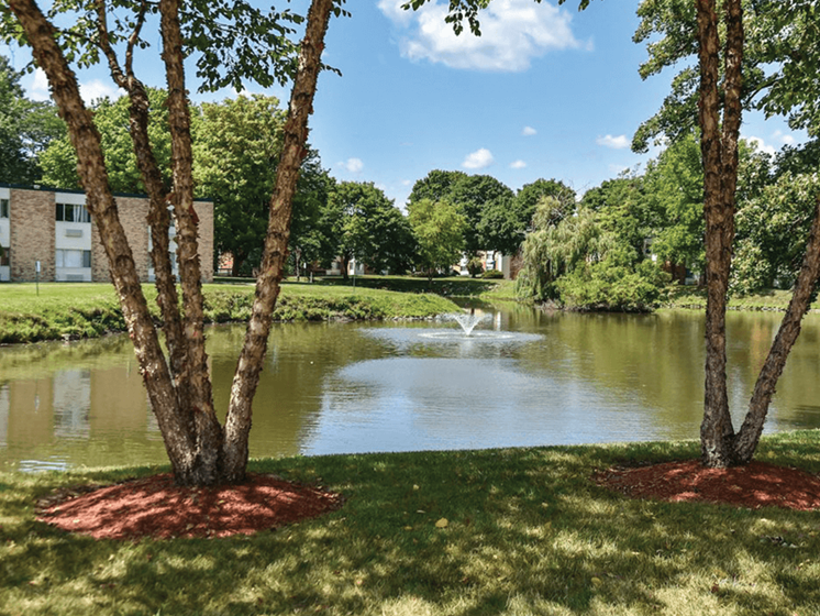 Apartments in Waukegan with nice landscaping
