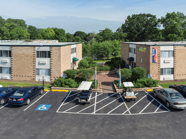 Apartments in Waukegan IL with off street parking