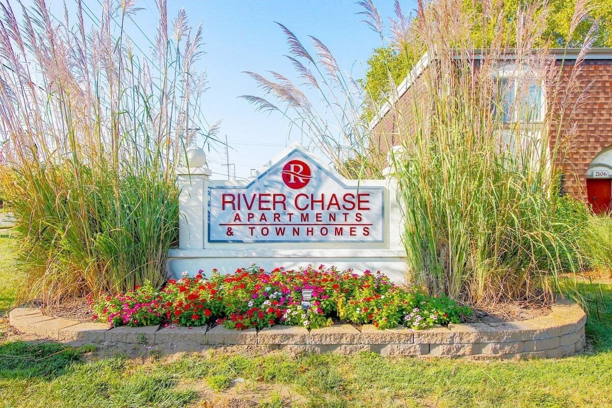 welcome sign for River Chase Apartments