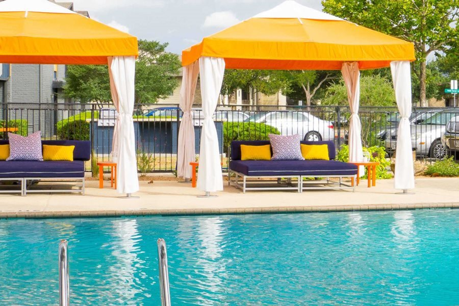 Lounge Swimming Pool With Cabana at Link Apartments, Dallas