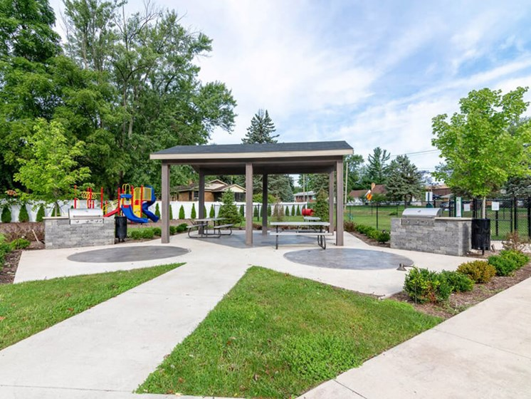 covered picnic area at Grand Rapids Apartments