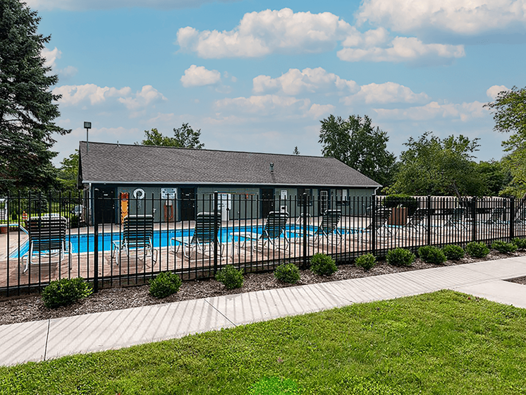 sundeck at Forest Pointe apartments
