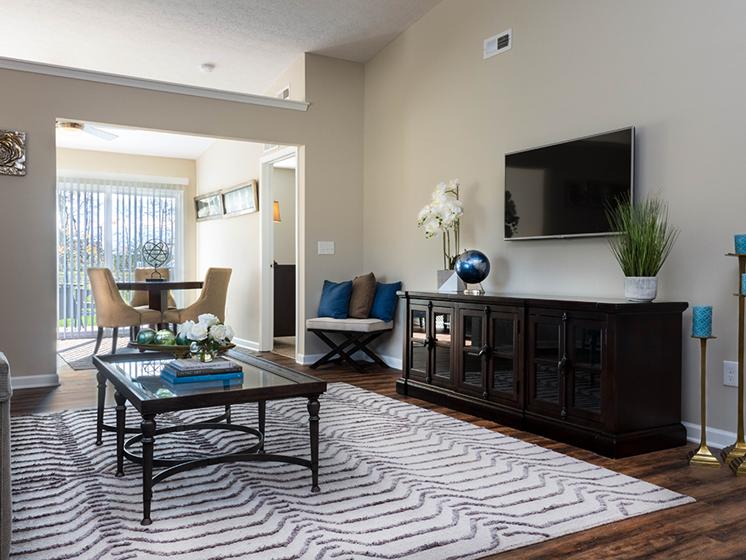 Delaware OH Apartment Rentals Redwood Preserve At Quail Pass Living Room