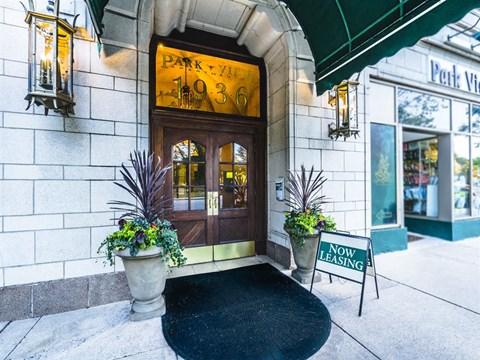 Entrance at Park View Apartments, Chicago, IL 60614