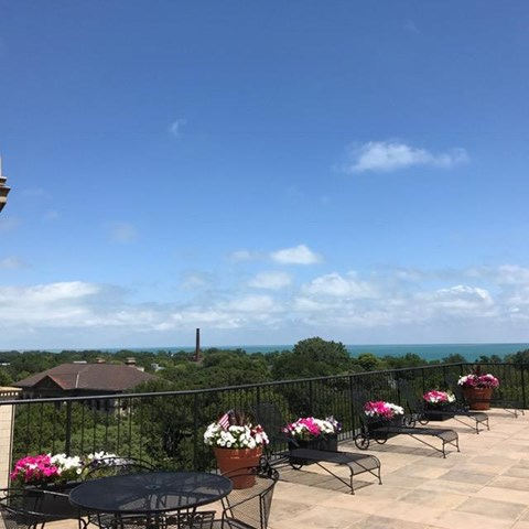 Rooftop Sundeck at Park View Apartments, Chicago, 60614