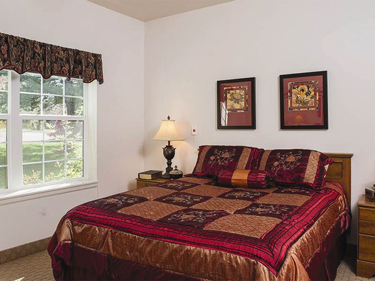 Beautiful Bright Bedroom With Wide Windows at Lakeview Senior Living, Lincoln City