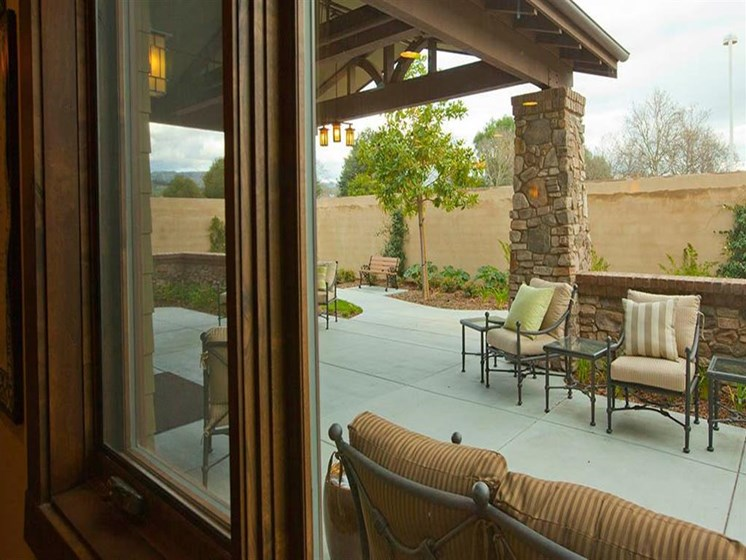 Courtyard Patio With Ample Sitting at Westmont of Morgan Hill, Morgan Hill, CA