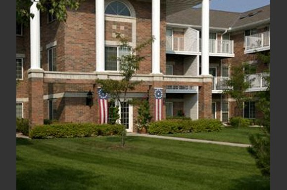 Beautifully-Landscaped Grounds at Parkway Highlands Apartments & Townhomes 55+, Green Bay, WI