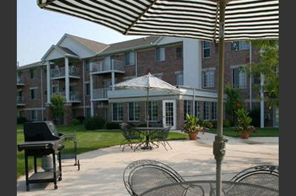 Pool Side Cabanas at Parkway Highlands Apartments & Townhomes 55+,Green Bay