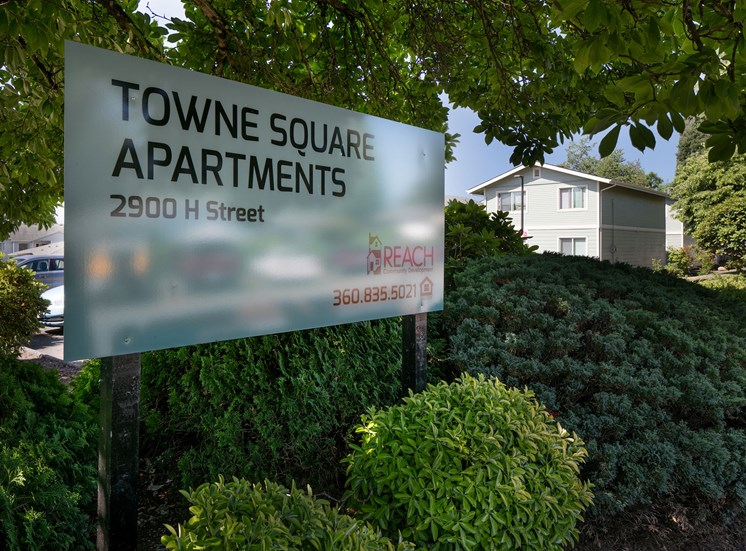 Towne Square Apartments sign