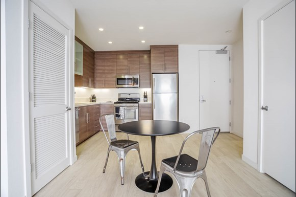 Santa Monica Luxury Apartment 1427 7th kitchen and dining area with stainless steel appliances