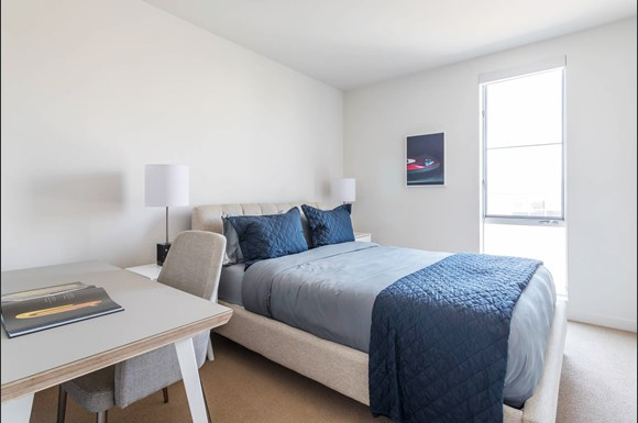 Santa Monica Luxury Apartment 1427 7th Bedroom With Blue Bedsheets