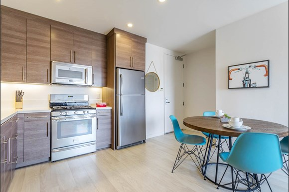 Santa Monica Luxury Apartment 1427 7th two bedroom kitchen dining room