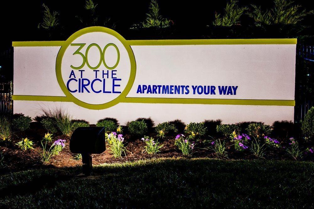 300 at the Circle Sign