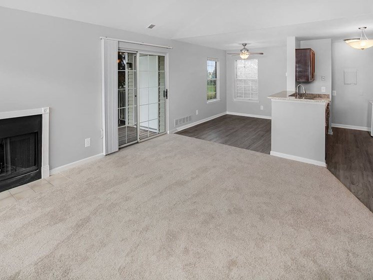 apartments in Madison Heights with patio/balcony
