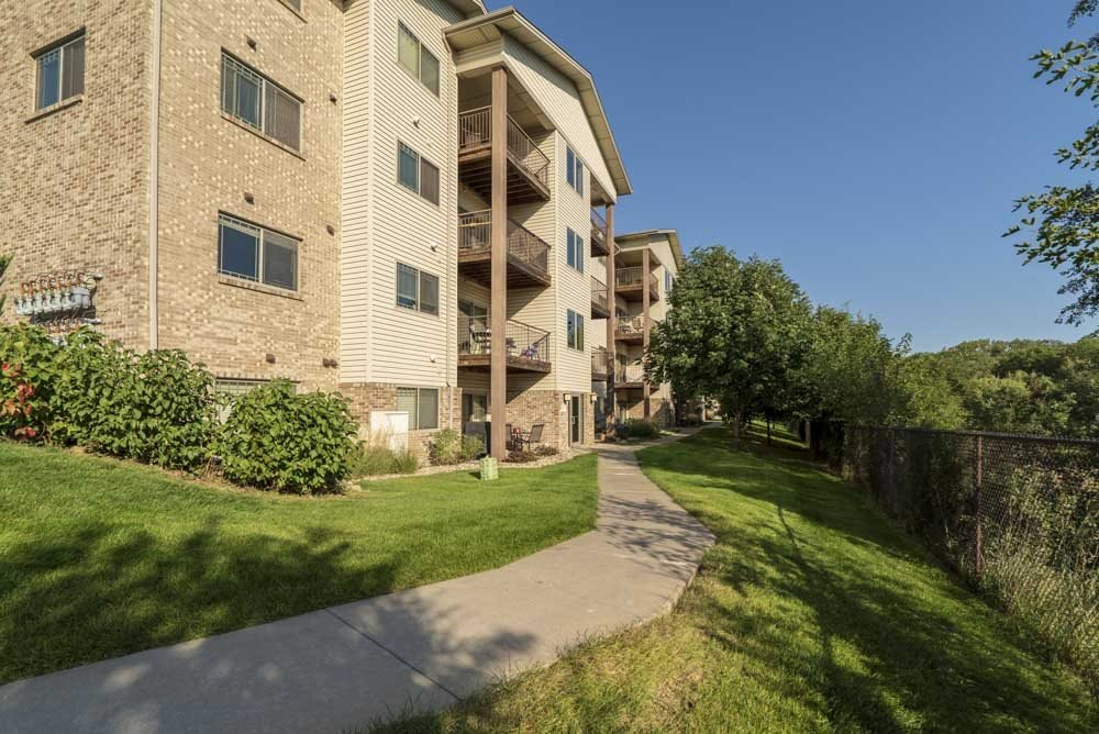 Exterior view of balconies overlooking Zorinsky Lake at Grand Legacy apartments and townhomes in west Omaha NE 68130