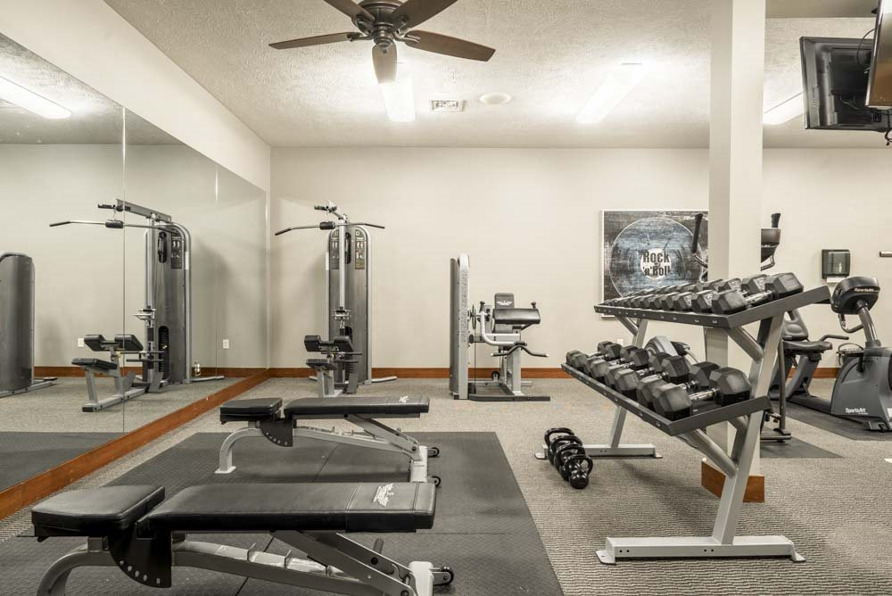Fitness center with free weights and weightlifting machines at Villas of Omaha townhome apartments in northwest Omaha NE 68116