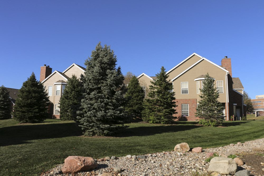 Exteriors-Exterior view of greenspace and landscaping of Ridge Pointe Villas in south Lincoln