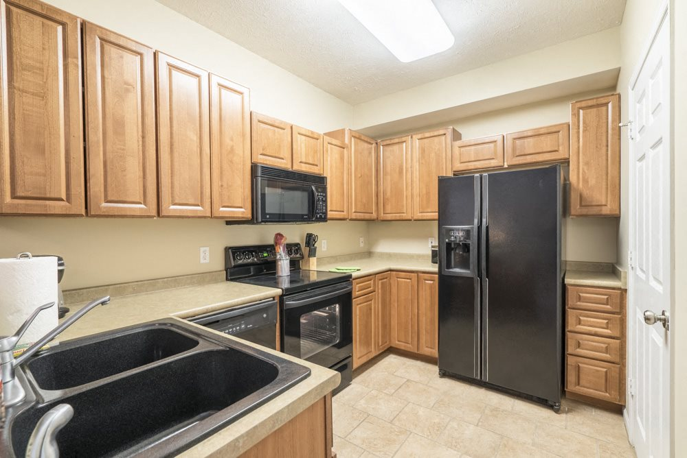 Interiors-Kitchen with side-by-side fridge at Ridge Pointe Villas townhomes