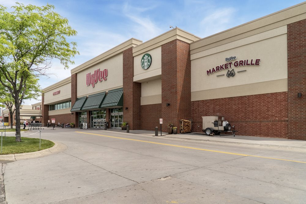 Cascade Pines is conveniently located near many businesses including Hy-Vee