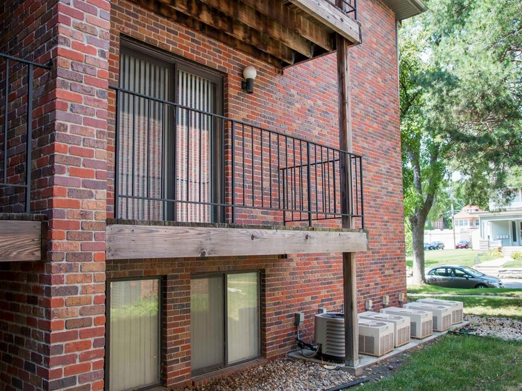 wonderful side exterior of building at Packard House Apartments in Lincoln Nebraska