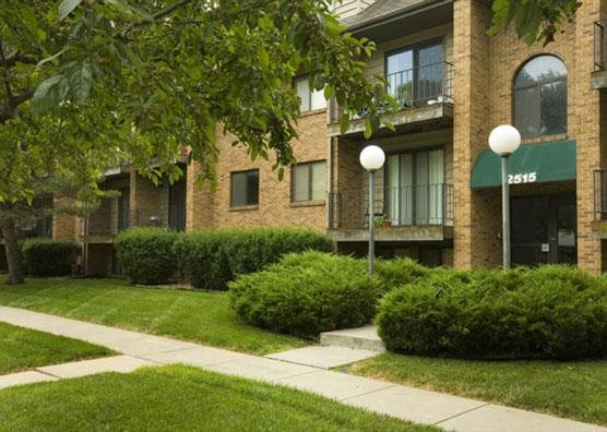 Exterior landscaping at Capitol View Apartments in Lincoln Nebraska