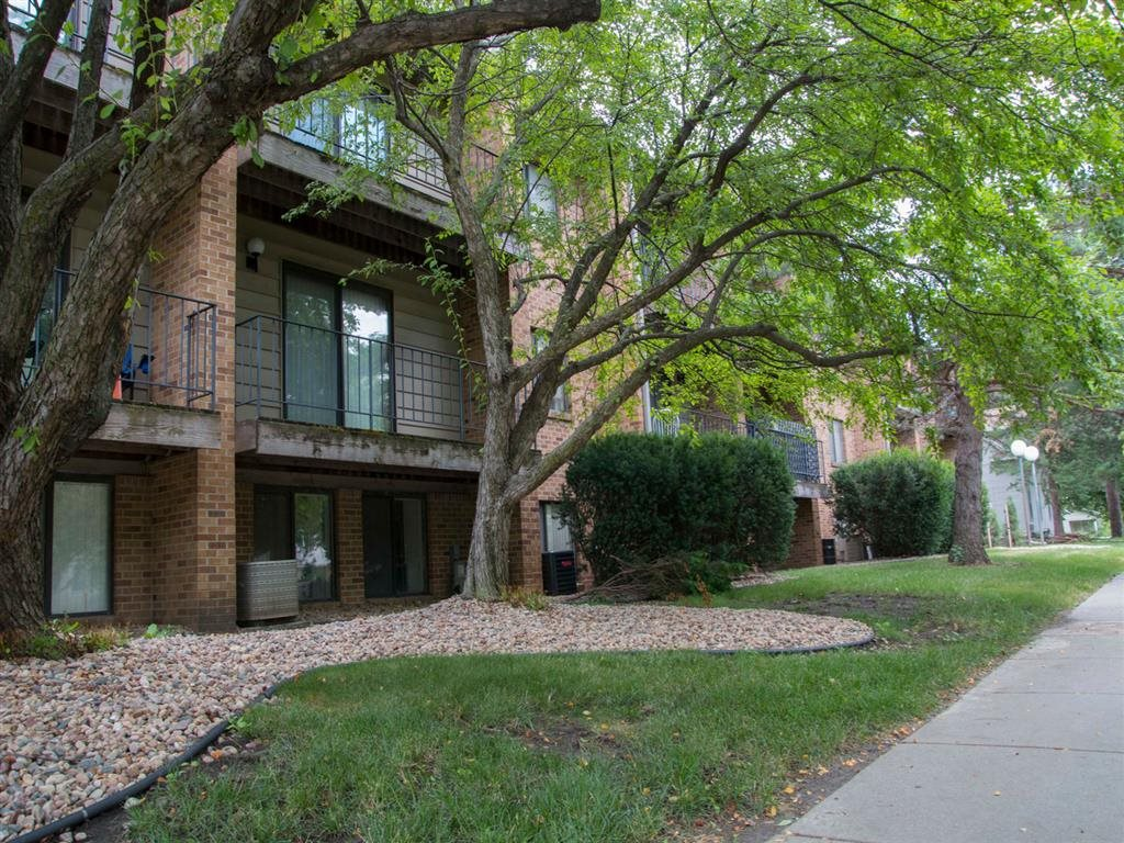 Exterior side view at Capitol View Apartments in Lincoln Nebraska