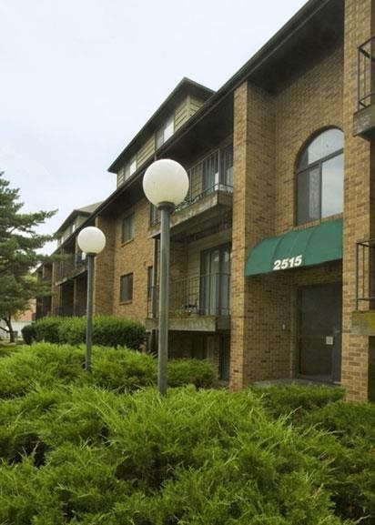 Exterior entrance at Capitol View Apartments in Lincoln Nebraska