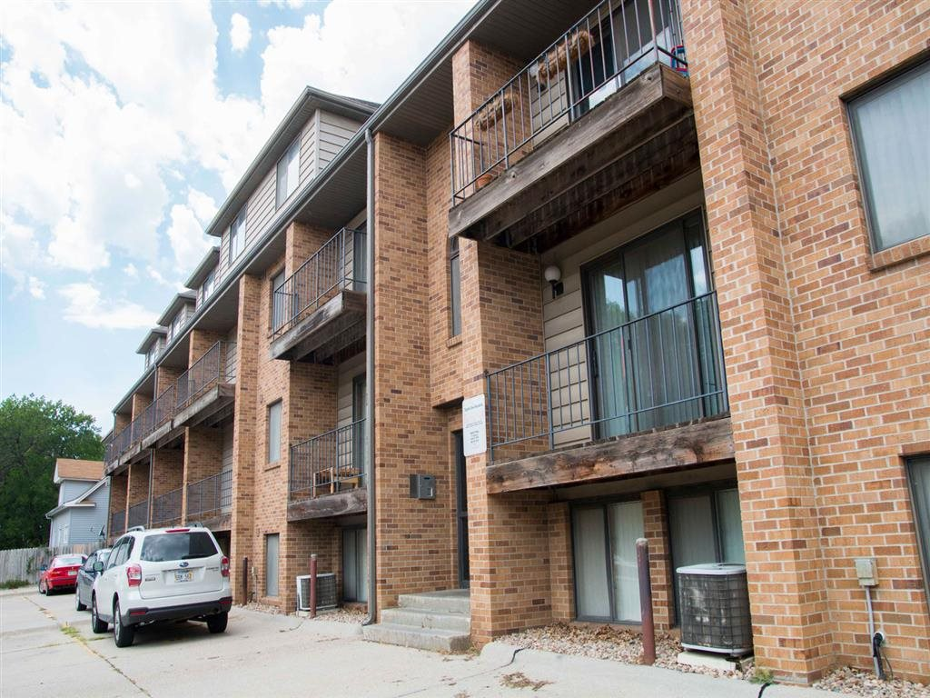 Side of building with balcony at Capitol View Apartments in Lincoln Nebraska