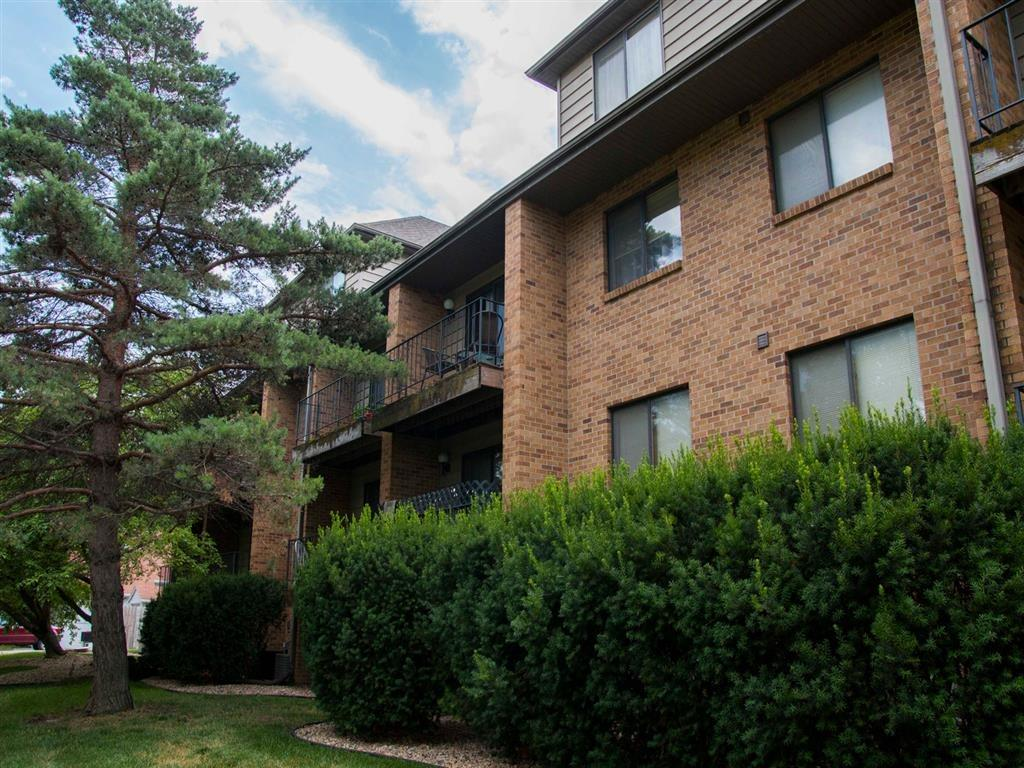 Exterior view and landscaping at Capitol View Apartments in Lincoln Nebraska