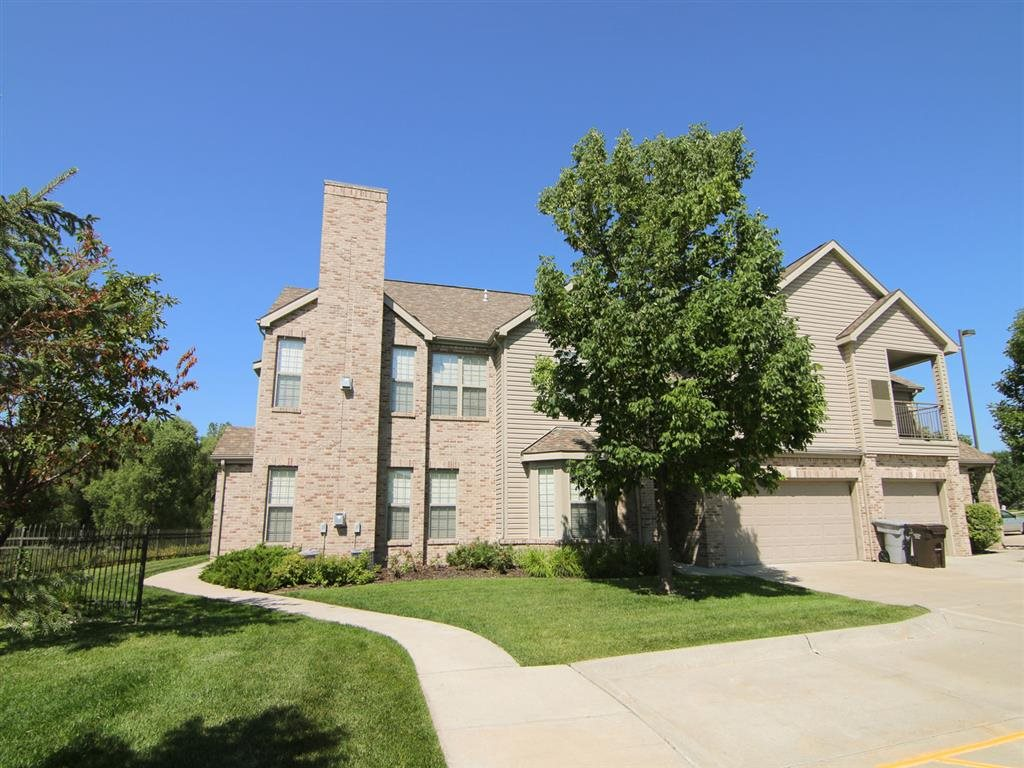 Exteriors-Stone Creek Villas Outside View of Building in Omaha NE