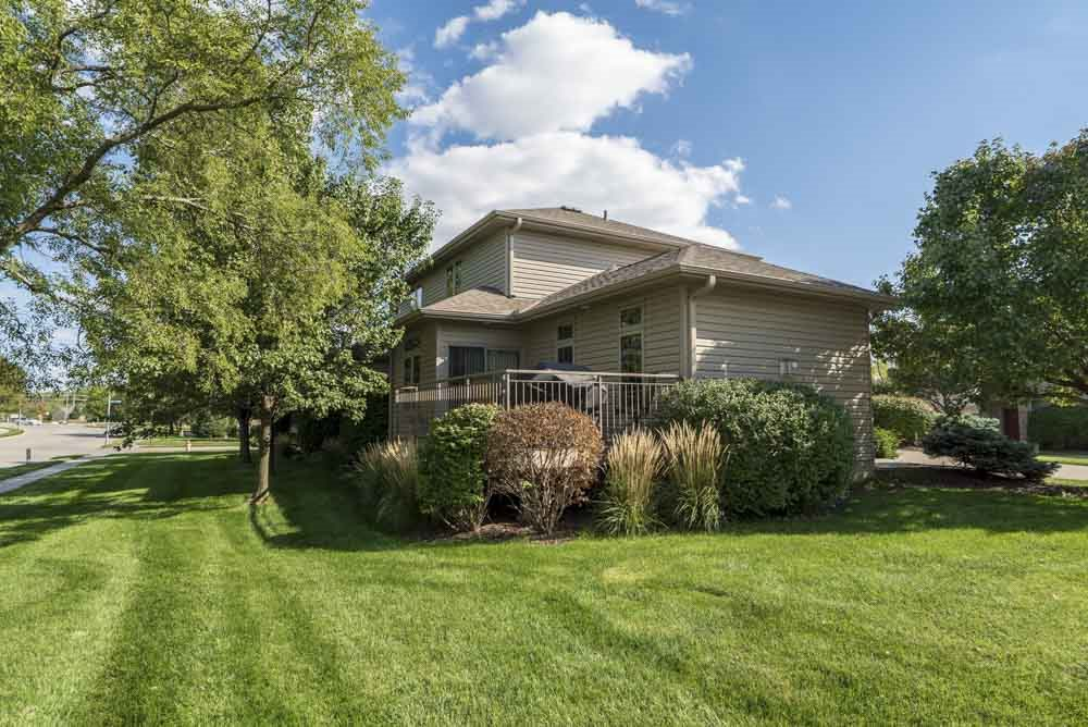 Duplex with a private deck at Stone Creek Villas townhomes in west Omaha NE 68116