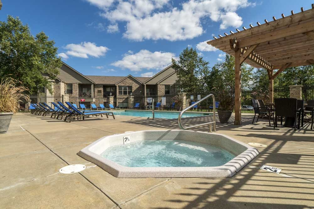 Hot tub and swimming pool at Stone Creek Villas townhomes in west Omaha NE 68116