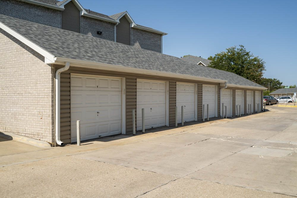 Detached garages for rent at Eagle Run Apartments in northwest Omaha 68164