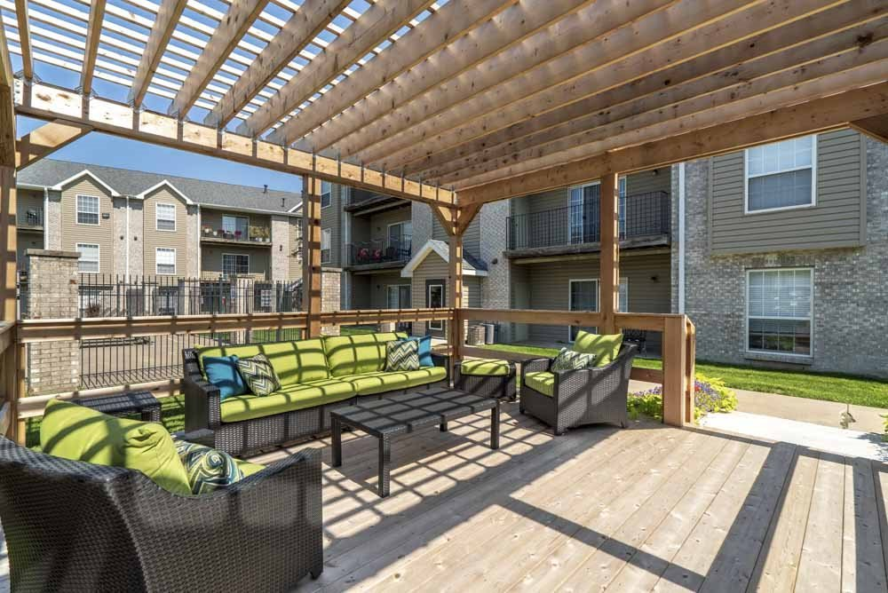 Pergola with lounge seating at Eagle Run Apartments in northwest Omaha 68164
