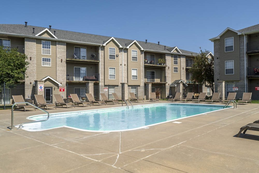 Swimming pool at Eagle Run Apartments in northwest Omaha 68164