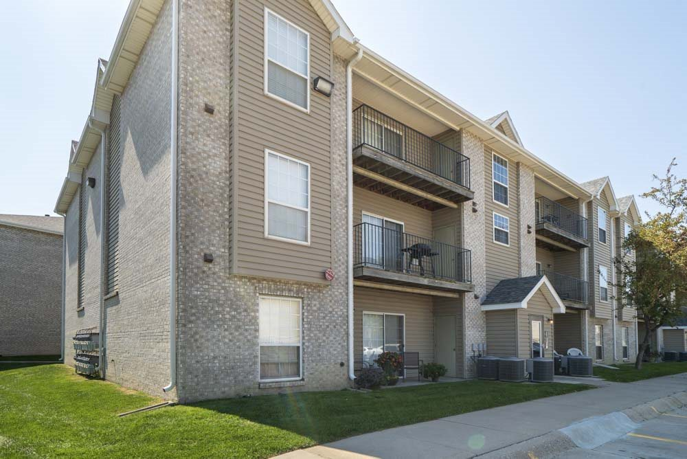 Exterior view of balconies and buildings at Eagle Run Apartments in northwest Omaha 68164