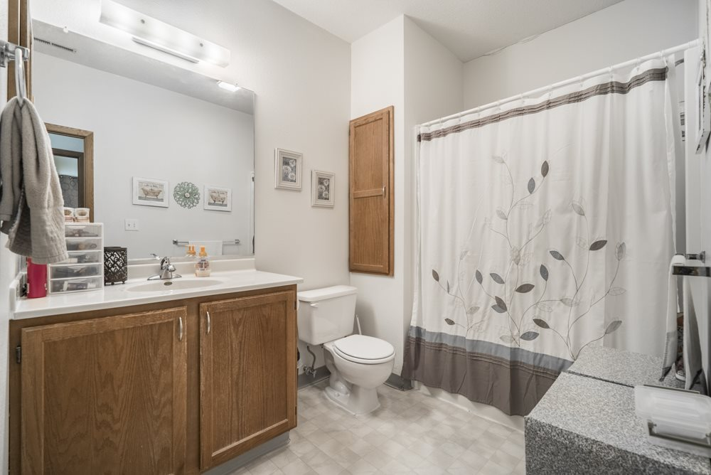 Interiors-Large bathtub with bathtub in 2-bedroom apartment at Wyndham Heights