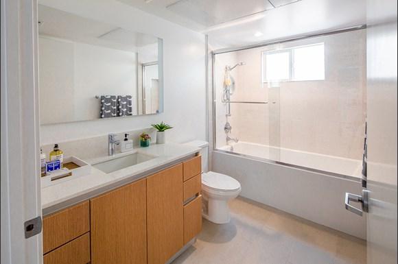 Santa-Monica-Luxury-Apartment-Pacifico-Interior-Bathroom