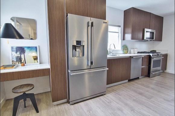 Santa-Monica-Luxury-Apartment-Pacifico-Kitchen
