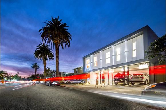 Santa Monica Luxury Apartments Pacifico Exterior Evening 2