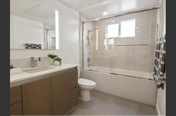 Santa-Monica-Luxury-Apartments-Pacifico-Interior-bathroom-2