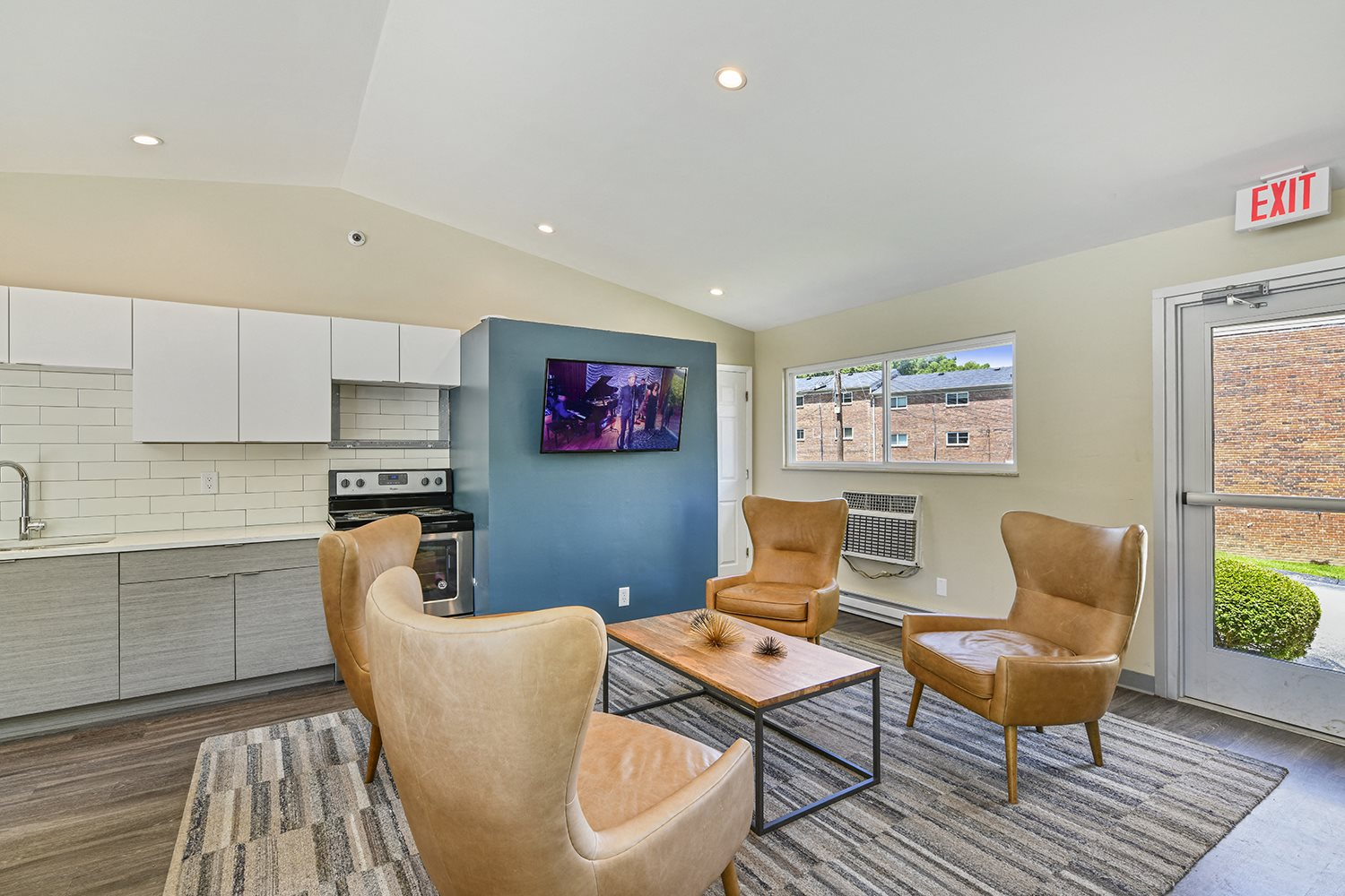 Living Room With Television at Heritage Hill Estates Apartments, Cincinnati, OH, 45227