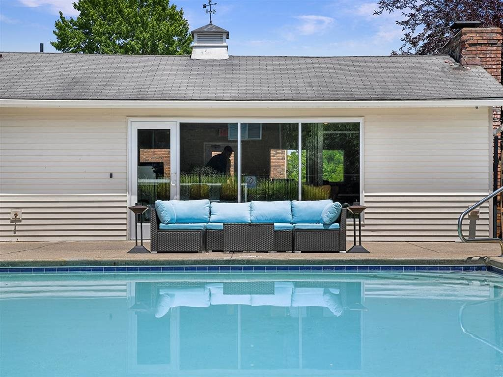Community Clubhouse With Swimming Pool at Heritage Hill Estates Apartments, Cincinnati