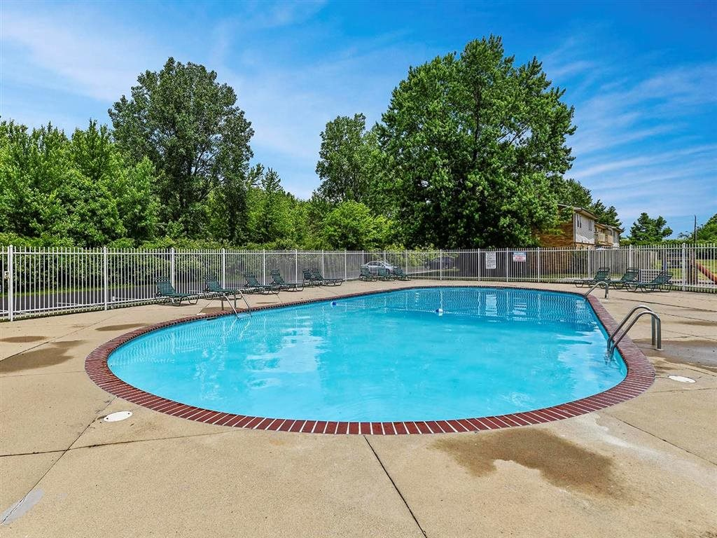 Swimming Pool With Sparkling Water at Westpark Townhomes, Indianapolis