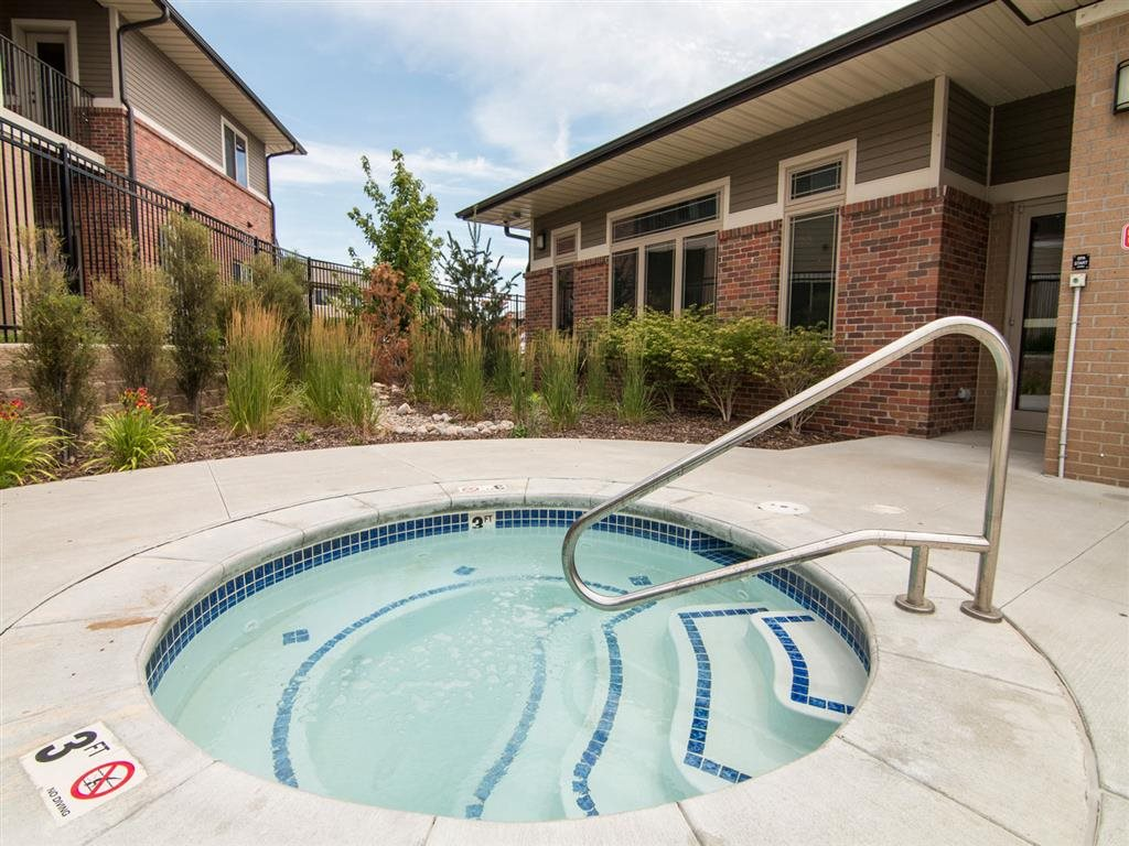 Relaxing jacuzzi hot top at North Pointe Villas in Lincoln