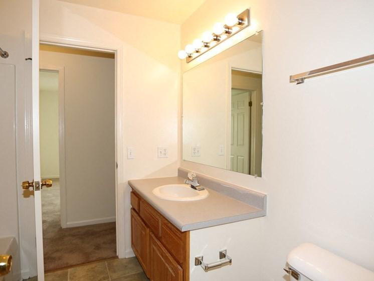 Bright Bathroom at Stone Hedge Village Townhouses, Farmington, NY