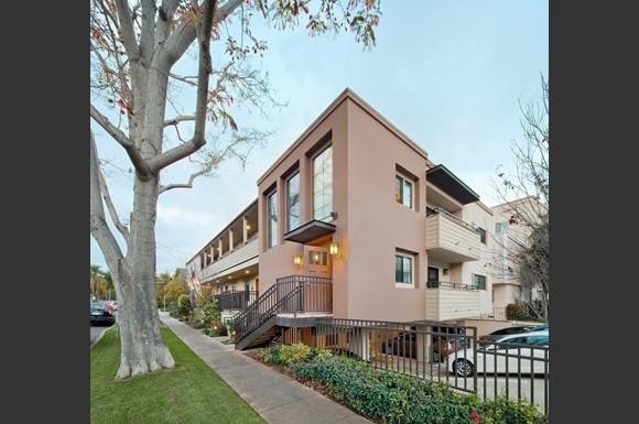 West-Los-Angeles-Luxury-Apartment-Missouri-Exterior-Corner-Sidewalk-View