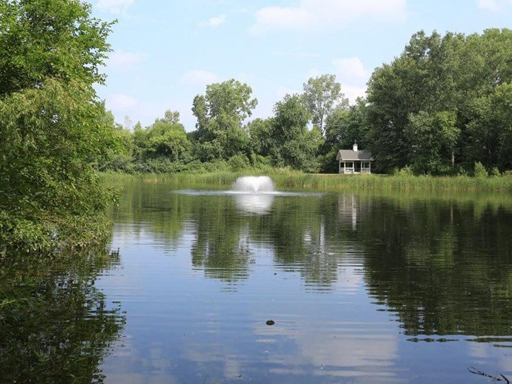 Apartments in Howell MI with pond views